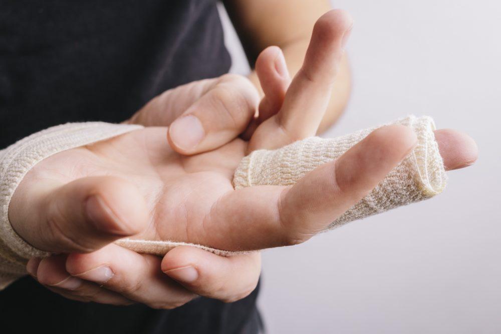 突き指について